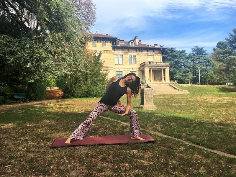Cours de yoga en ligne et en salle sur Lyon, séance relaxation yoga hatha kundalini